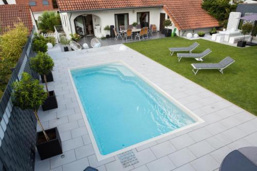 Poolbau inklusive Konzeption und Gartenplanung